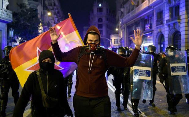 Voor de zesde dag op rij rellen in Barcelona