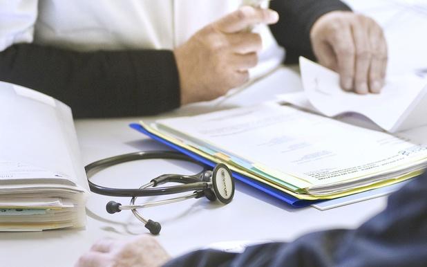 Nettement plus de consultations maintenues durant la pandémie chez les MG que chez les SP