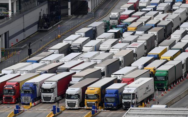 """Routiers bloqués à Douvres: """"Cela ne se passe pas bien"""""""