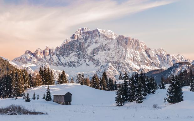 10 endroits insolites où dormir sous la neige