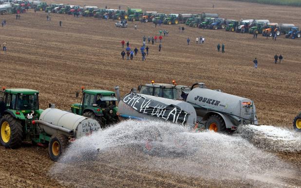 Crise du lait: 10 ans après, plusieurs centaines de tracteurs attendus à Ciney
