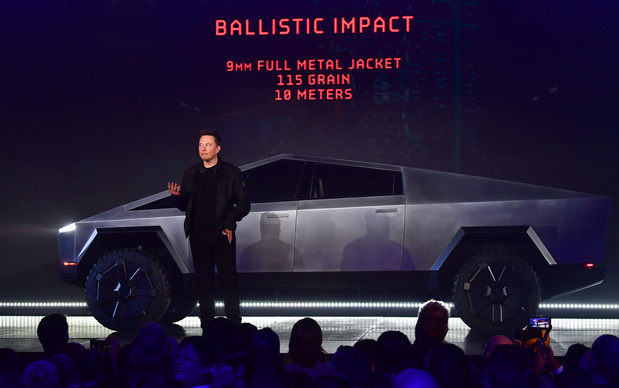Show futuriste et surréaliste d'Elon Musk pour dévoiler le pick-up 100% électrique de Tesla