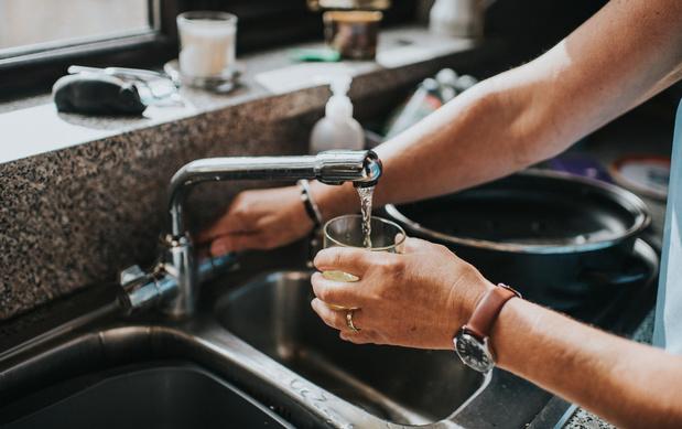 Pourquoi tant de méfiance envers l'eau du robinet ?