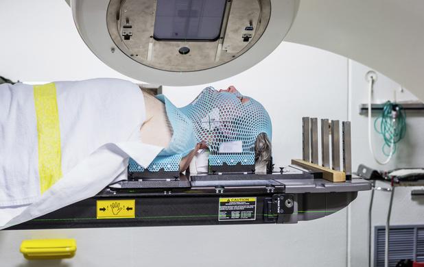Carcinome du nasopharynx : l'ajout d'une radiothérapie à la chimiothérapie améliore les résultats