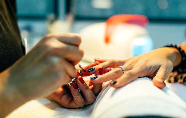 'Klanten van spotgoedkope nagelstudio's moeten beseffen dat ze moderne slavernij financieren'
