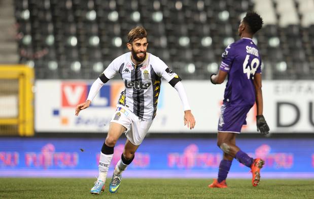 Charleroi bat Anderlecht in extremis dans le duel des Sporting