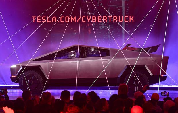 Tesla brise des vitres lors de la présentation de son 'cybertruck'