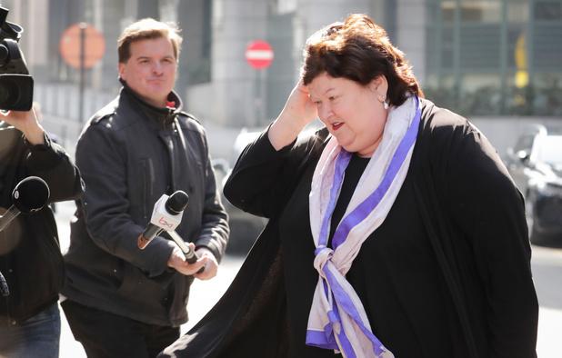 Tir groupé syndical, médical et politique contre la gestion de Maggie De Block