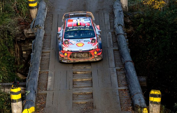 Neuville en embuscade au Rallye du Portugal