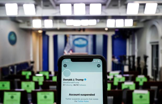Twitter suspend des comptes qui relaient la parole de Donald Trump, banni à vie du réseau