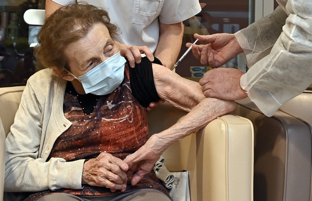 Baisse des décès chez les plus de 85 ans: un effet de la vaccination?