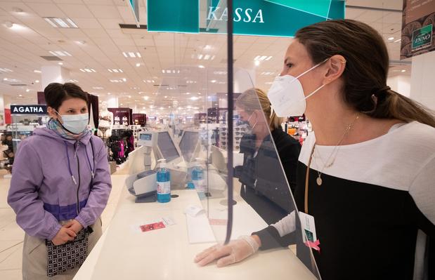 Coronavirus: le shopping autorisé à deux, une bouffée d'oxygène pour le secteur