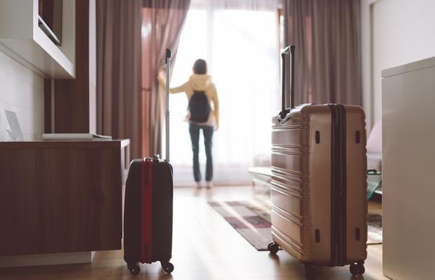 Nederland gaat asielzoekers onderbrengen in hotels en vakantieparken