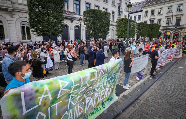 Environ 300 personnes à Bruxelles rappellent que la vie des sans-papiers compte aussi