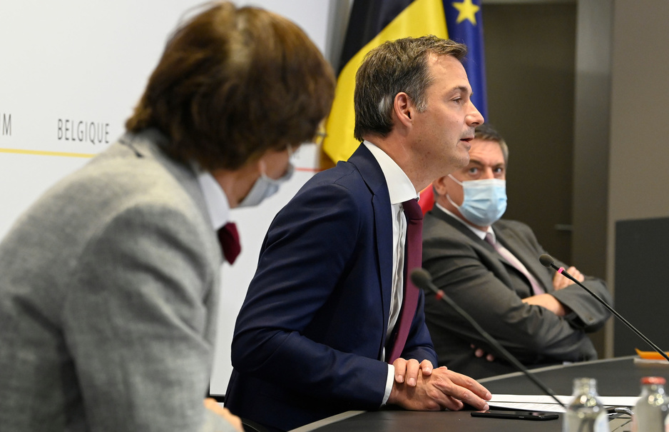 Wat het Overlegcomité besliste: grote versoepelingen in horeca en elders, inreisverbod voor 27 landen