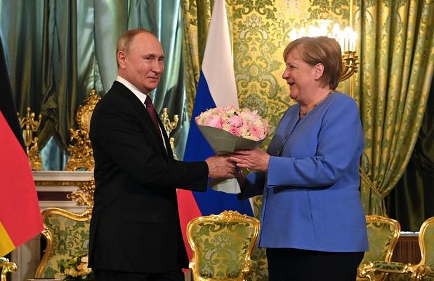 En visite d'adieu à Moscou, Merkel plaide pour le dialogue avec Poutine