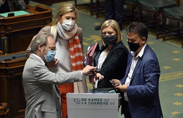 """Loi pandémie à la Chambre: """"jour noir pour la démocratie"""" (N-VA), """"meilleure base juridique"""" (majorité)"""