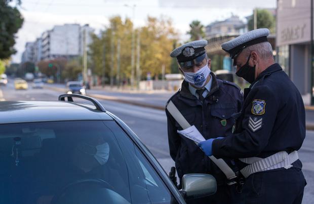 Covid: les restrictions s'enchaînent pour freiner la seconde vague en Europe