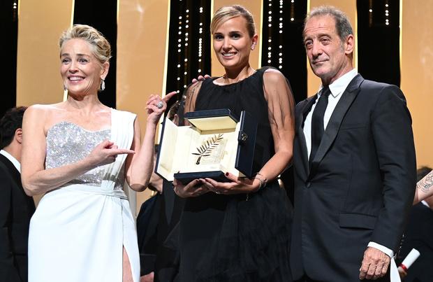 Titane tétanise le festival de Cannes: le palmarès commenté
