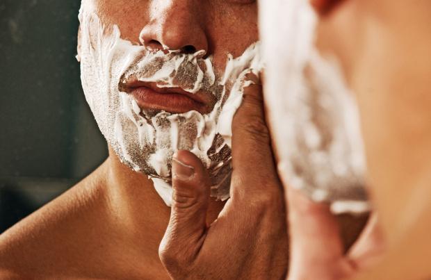 Le rasage à l'ancienne conquiert de plus en plus d'hommes