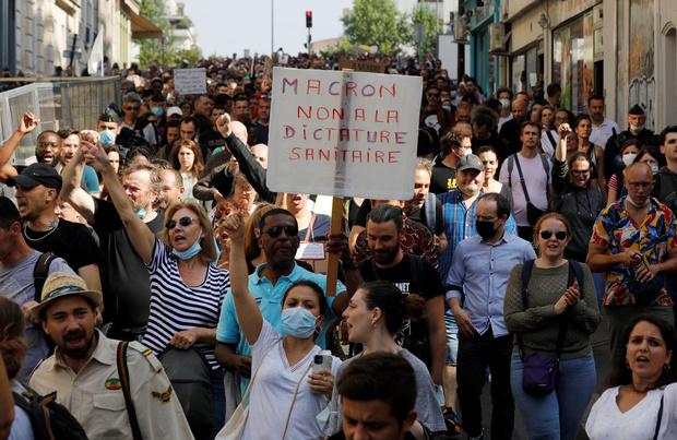 Covid: les mesures se multiplient en Europe pour contenir la vague annoncée
