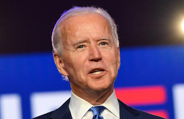 Joe Biden toujours plus près de la Maison Blanche, l'attente n'en finit pas