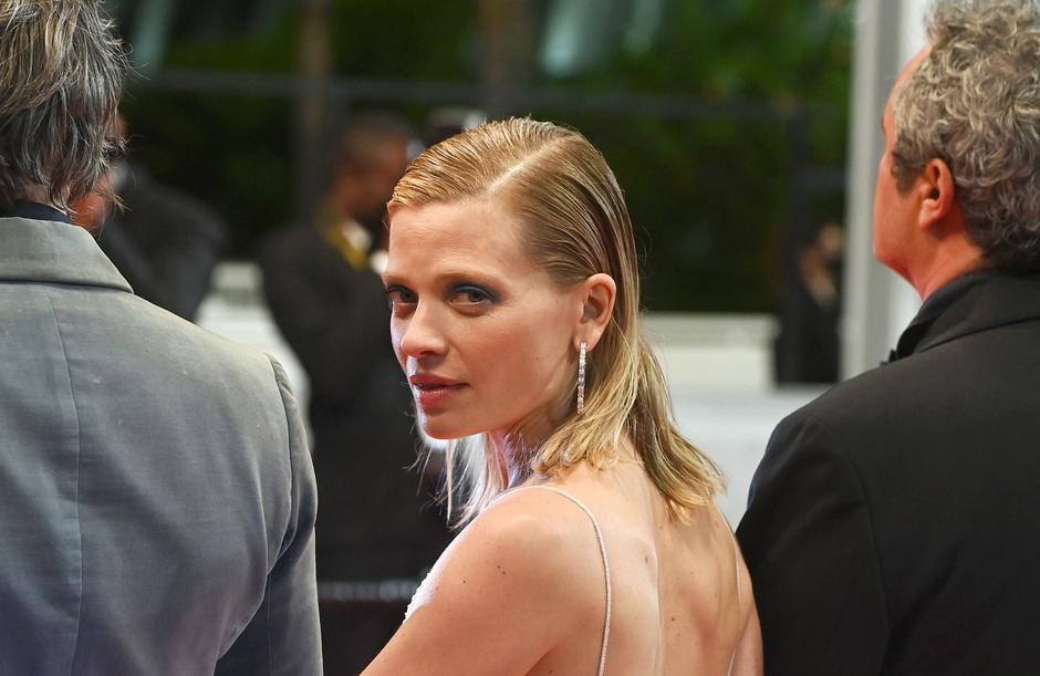 Cannes en images: La robe (encore une fois) transparente de Mélanie Thierry