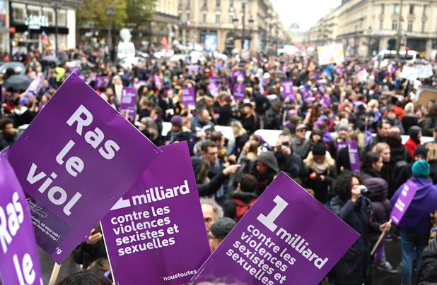 """Forte mobilisation en France pour dire """"stop"""" aux violences envers les femmes"""