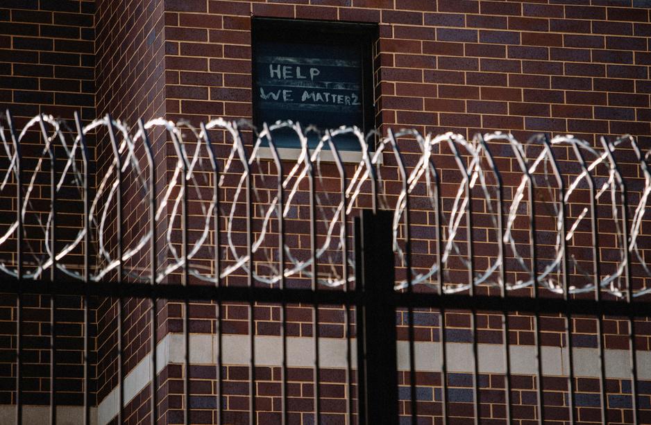 Hoe gevangenissen in de VS de grootste brandhaarden van het coronavirus werden
