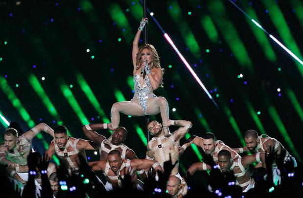 Shakira et Jennifer Lopez ont enflammé la mi-temps du Super Bowl