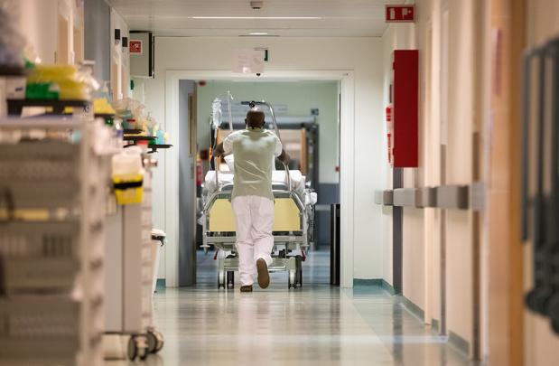 Covid : les admissions à l'hôpital ralentissent