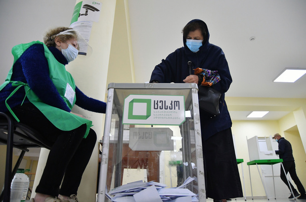 Regeringspartij wint lokale verkiezingen Georgië, aantijgingen van intimidatie en fraude