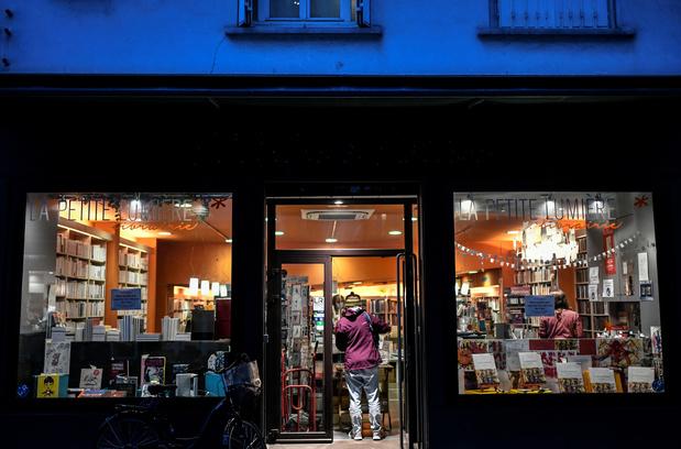 """""""On prive de culture les confinés"""": en France, la fermeture des librairies ne passe pas"""