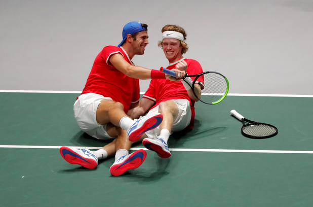 Coupe Davis: La Russie bat la Serbie et rejoint le Canada en demi-finales