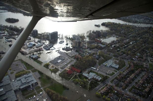 Est du Canada: Les inondations prennent de l'ampleur, l'armée se déploie