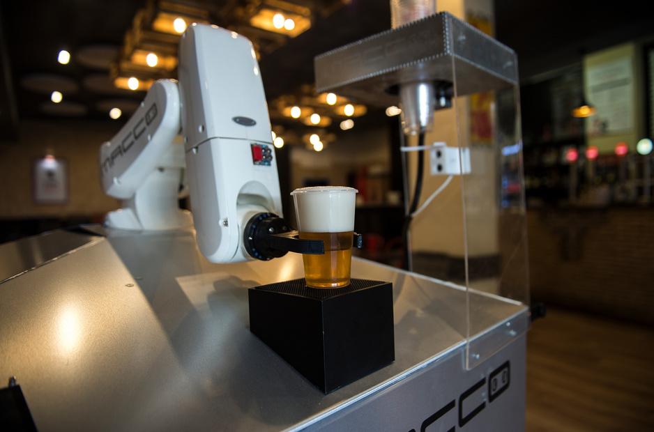 En Espagne, bières à distance grâce à un robot (en images)