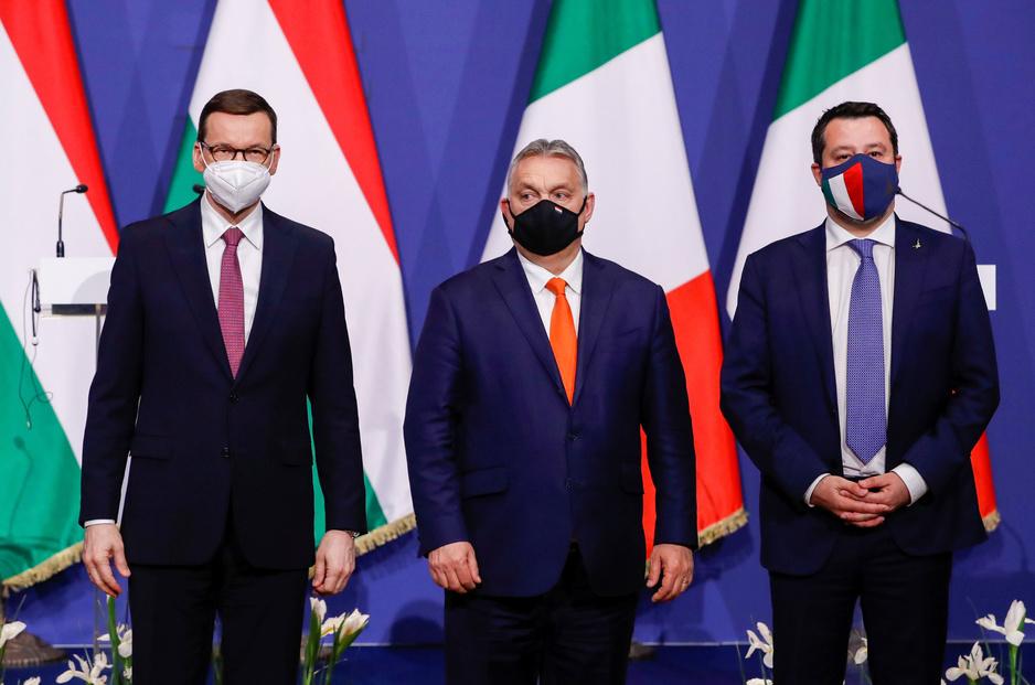 Poolse PiS-partij verscheurd tussen afgrijzen voor Moskou en afkeer van Brussel