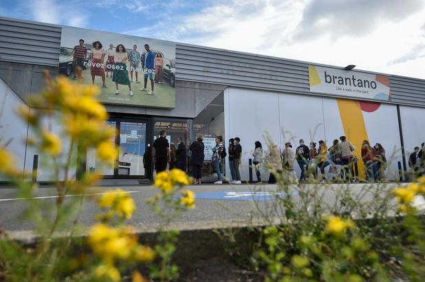 Opnieuw lange wachtrijen voor Brantano-winkels