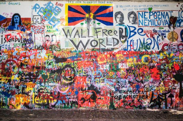 Praag gaat Lennon-muur beschermen met politie en camera's