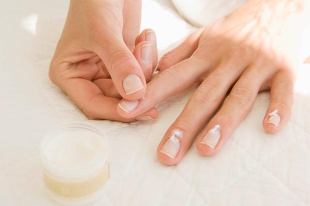 Prendre soin de ses ongles pour éviter l'apparition de peaux mortes