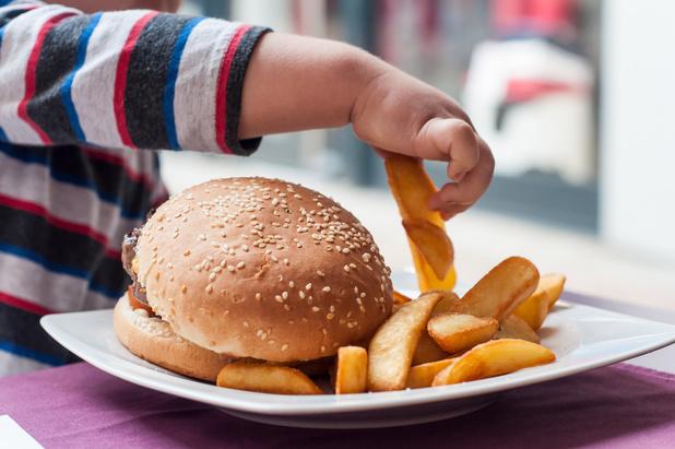 Lockdown betekent ook meer obesitas bij jongeren die al te veel wegen