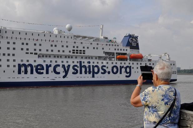 """Le Global Mercy, le """"plus grand navire-hôpital privé au monde"""", est arrivé au Port d'Anvers (en images)"""