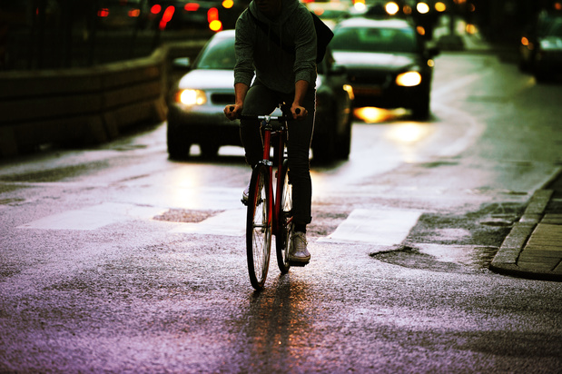 Les cyclistes qui circulent sans éclairage, dangereux mais aussi irritant