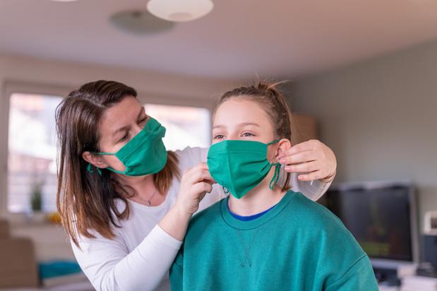 Le port du masque en tissu recommandé par l'Académie royale de Médecine de Belgique