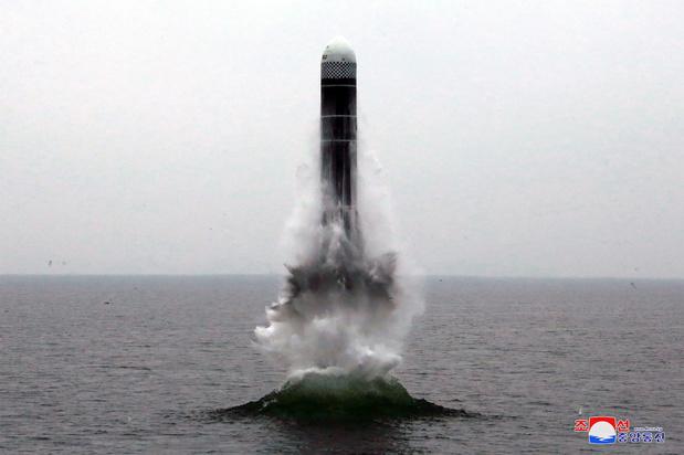 Noord-Korea houdt succesvolle test met raket gelanceerd uit onderzeeër