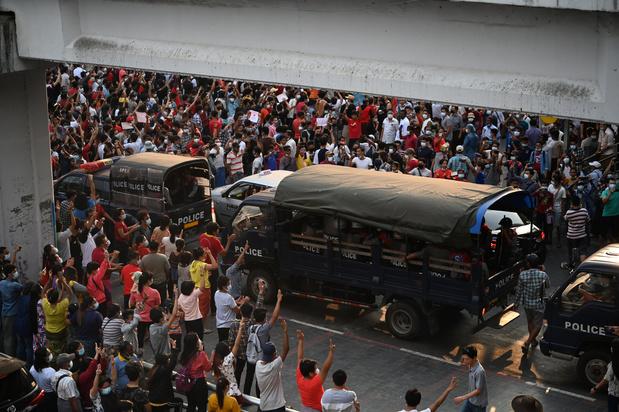 """Birmanie: les syndicats appellent à """"l'arrêt complet"""" de l'économie"""