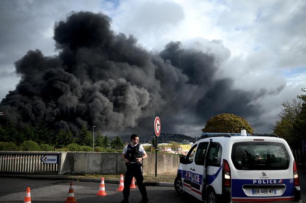 À Rouen, les inquiétudes demeurent alors que l'incendie de l'usine chimique est éteint