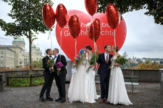Les Suisses lancent un oui retentissant au mariage pour tous