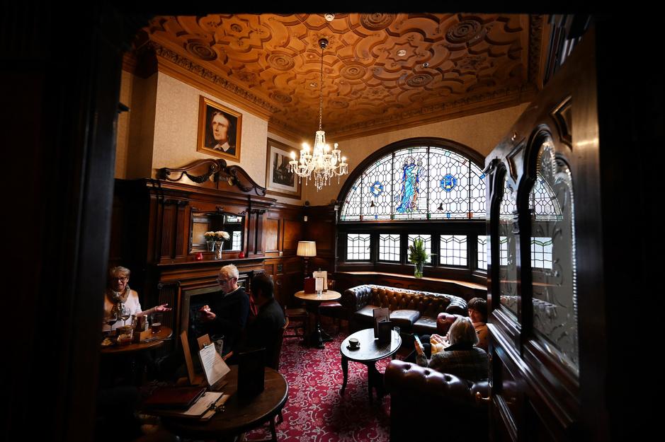"""À Liverpool, le """"pub des Beatles"""" classé monument historique (en images)"""