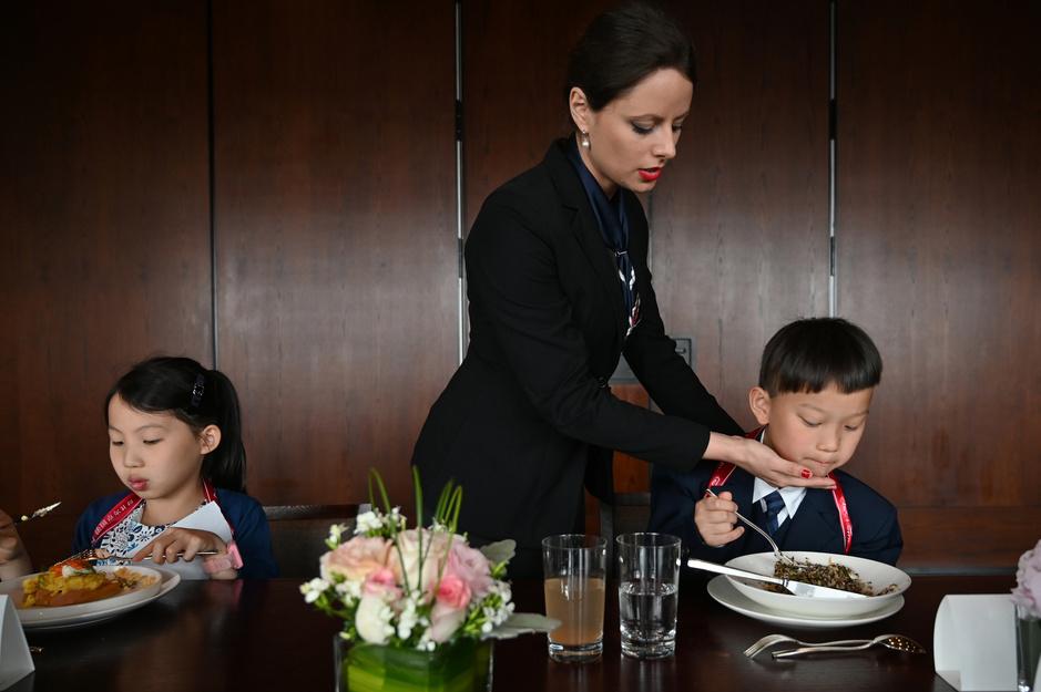 """Les enfants de l'élite chinoise formés au """"savoir-vivre français"""" (en images)"""